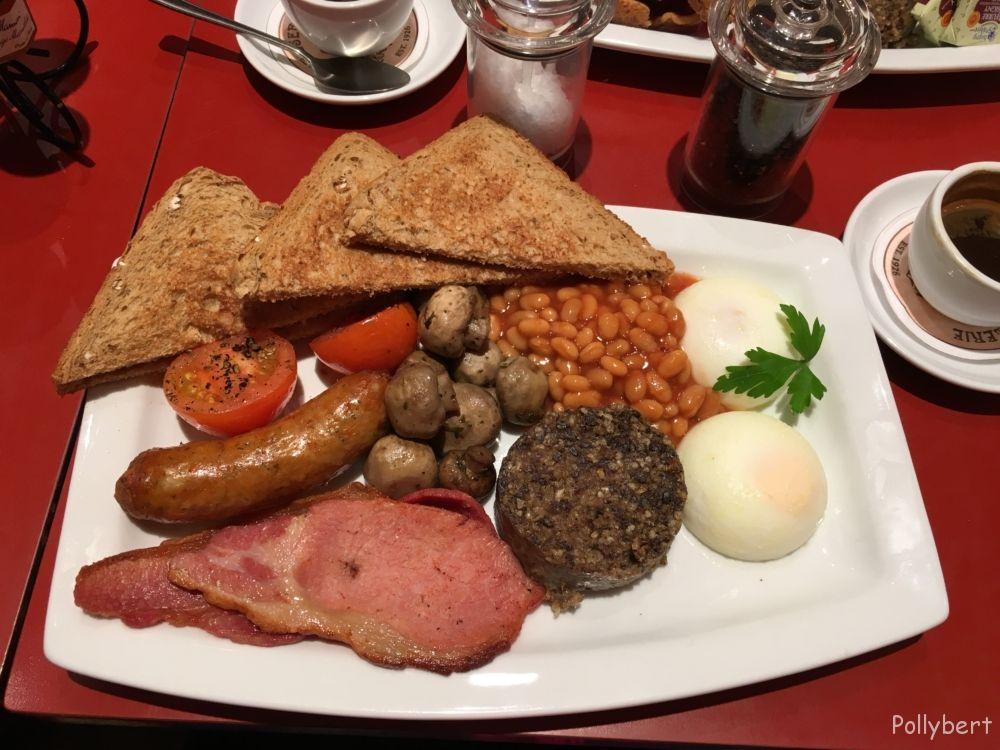 Scottish breakfast with haggis @Patisserie Valerie Edinburgh