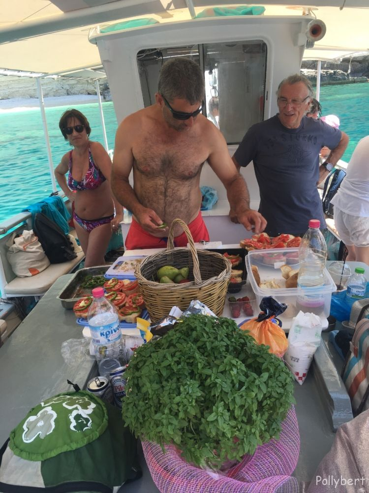 Capitain Yiannis making lunch @Paxos