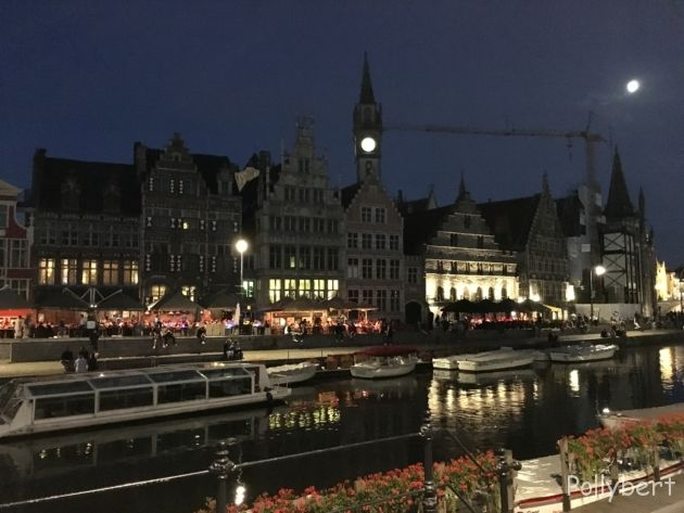 the streets at night in Ghent