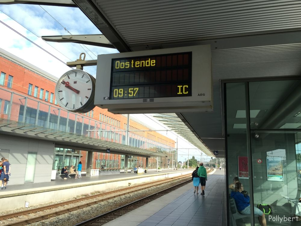 waiting for the train @Bruges