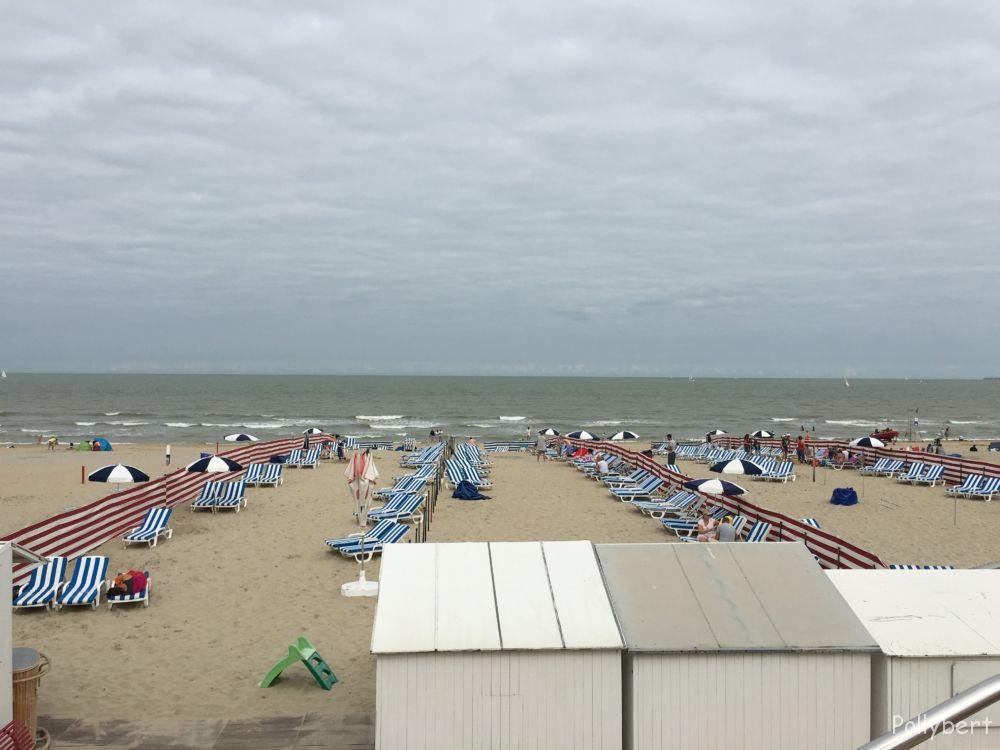 the beach around 11am @De Haan